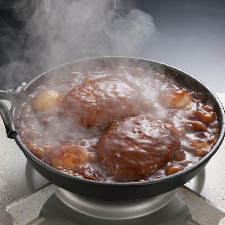 デミグラスソースで煮込みハンバーグ